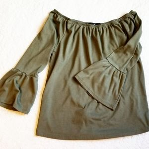 Almost famous size small olive green top